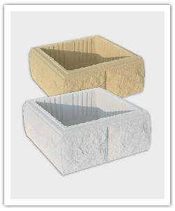 Split pillar elements - bathstone and off-white - in reconstructed stone
