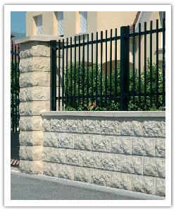 Pilaren en muurtjes aspect gebarste steen - zandkleur - Namaak Natuursteen
