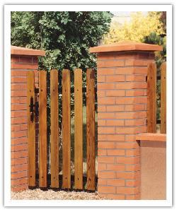 Pilier de clôture Aspect Brique - en pierre reconstituée