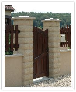 Piliers de clôture Bosselés PB30 - Ton pierre - en pierre reconstituée