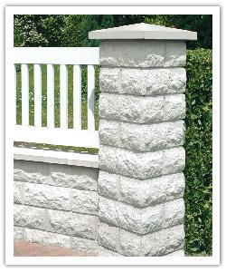 Piliers de clôture Bosselés PB40 et muret Bosselé - Blanc cassé - en pierre reconstituée