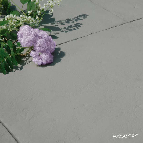Dalle de terrasse ou piscine Bergerac Weser épaisseur 2,2 cm - Aspect vieille pierre - en pierre reconstituée - Coloris Gris
