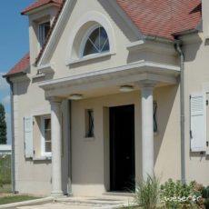 Colonne Lisse diamètre 26 cm et corniche Doucine Weser - en pierre reconstituée compactée - Coloris Blanc Cassé
