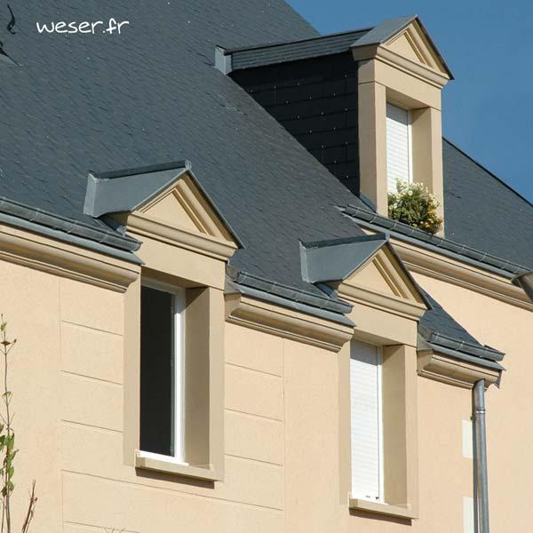 Lucarne de fenêtre à Fronton avec faux joint et corniche Doucine Weser - en pierre reconstituée compactée - Coloris Ton pierre