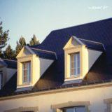 Lucarne de fenêtre à Fronton sans faux joint et corniche Doucine Weser - en pierre reconstituée compactée - Coloris Ton pierre