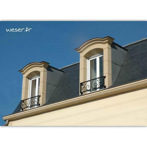 Lucarne de fenêtre à Chapeau de Gendarme avec faux joint et corniche Cache-gouttière Weser - en pierre reconstituée compactée - Coloris Ton pierre
